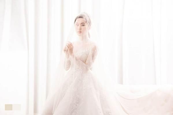 Hé lộ ảnh cưới của NSND Trung Hiếu và vợ kém 19 tuổi xinh như hotgirl-8