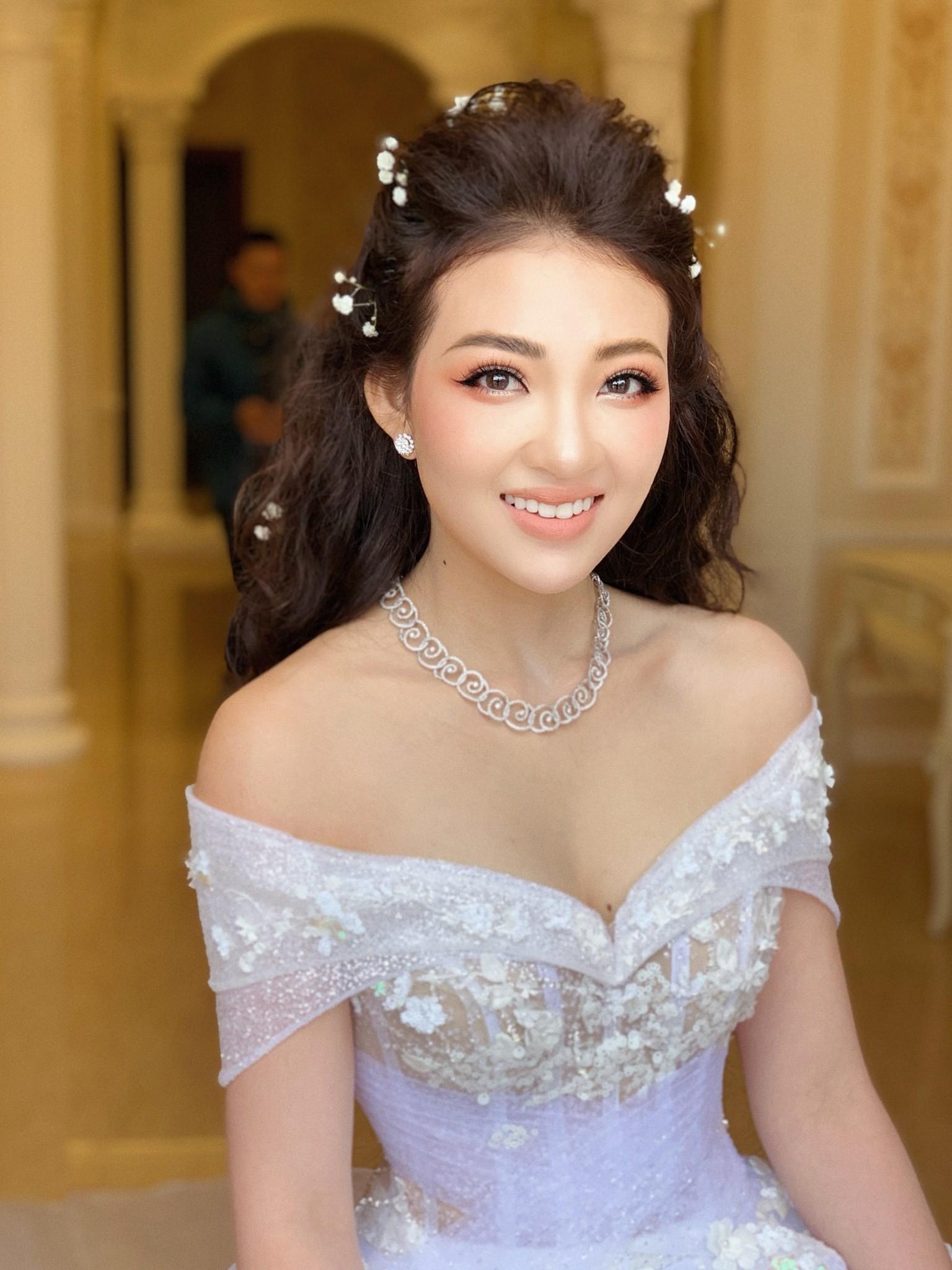 Đám cưới khủng của cô dâu trong lâu đài 7 tầng: Gây chú ý không kém là bộ trang sức đính kim cương 9 tỷ, nhiều món là bản giới hạn-2