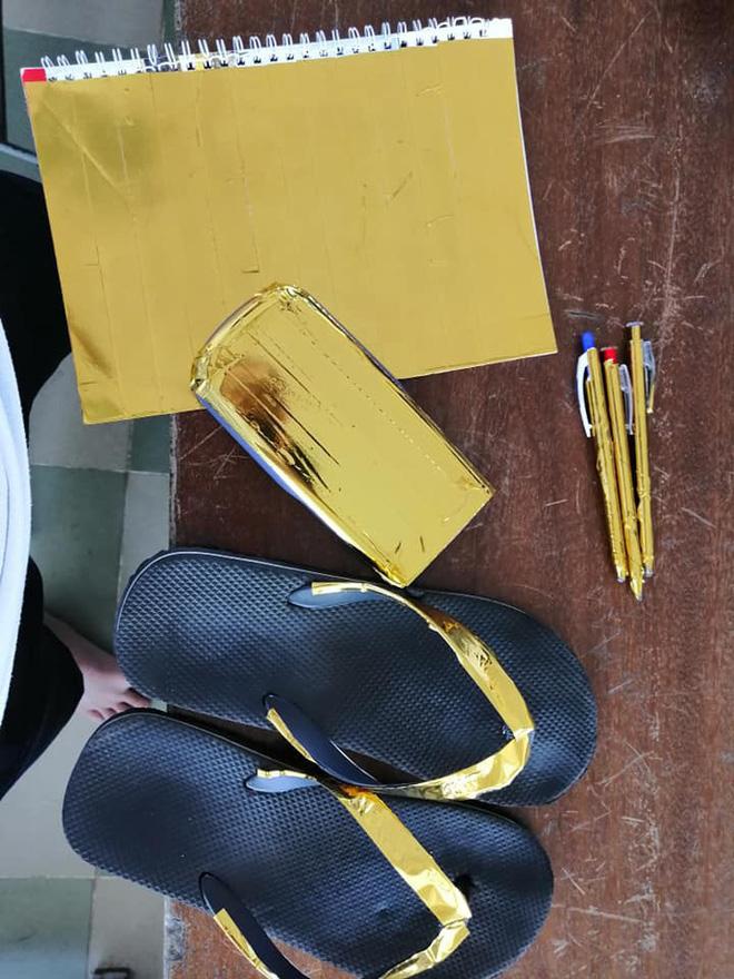 Đi học phong cách thái tử Dubai, nam sinh gây loá mắt với bộ phụ kiện lóng lánh ánh vàng đầy quý tộc-3