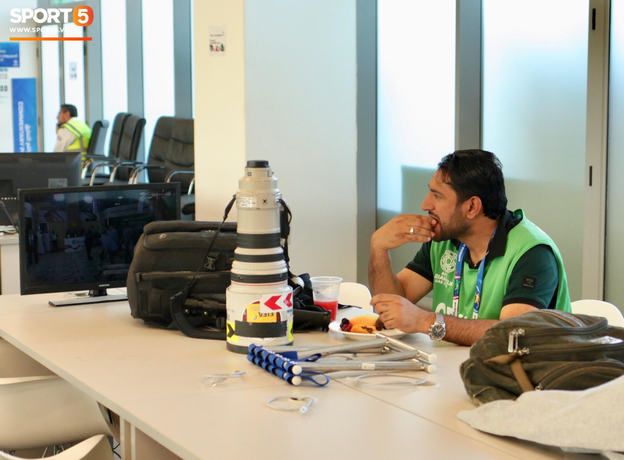 Chủ nhà UAE thể hiện chăm sóc phóng viên đến tận răng trong quá trình tác nghiệp tại Asian Cup 2019-8