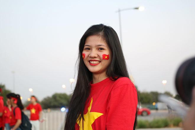 Cổ động viên Sài Gòn tiếp lửa cho đội tuyển Việt Nam lúc nửa đêm-28