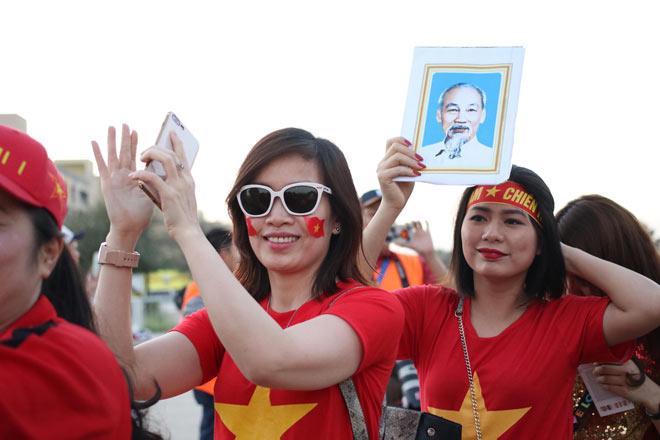 Cổ động viên Sài Gòn tiếp lửa cho đội tuyển Việt Nam lúc nửa đêm-20