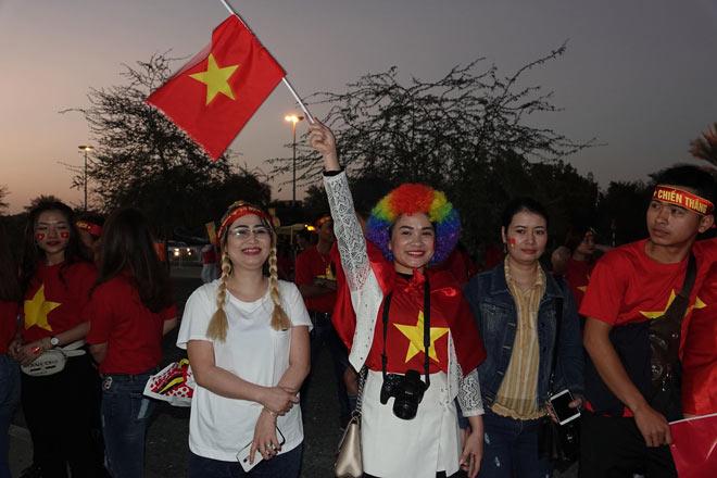 Cổ động viên Sài Gòn tiếp lửa cho đội tuyển Việt Nam lúc nửa đêm-17