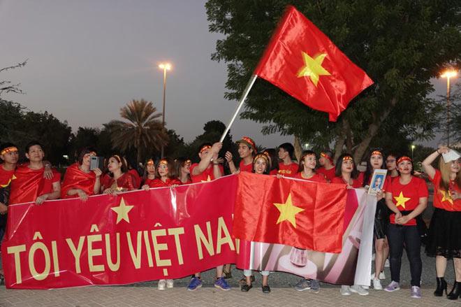Cổ động viên Sài Gòn tiếp lửa cho đội tuyển Việt Nam lúc nửa đêm-15