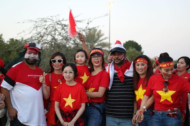 Cổ động viên Sài Gòn tiếp lửa cho đội tuyển Việt Nam lúc nửa đêm-25