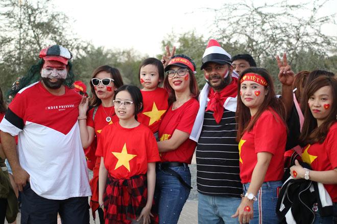 Cổ động viên Sài Gòn tiếp lửa cho đội tuyển Việt Nam lúc nửa đêm-24