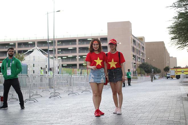 Cổ động viên Sài Gòn tiếp lửa cho đội tuyển Việt Nam lúc nửa đêm-23