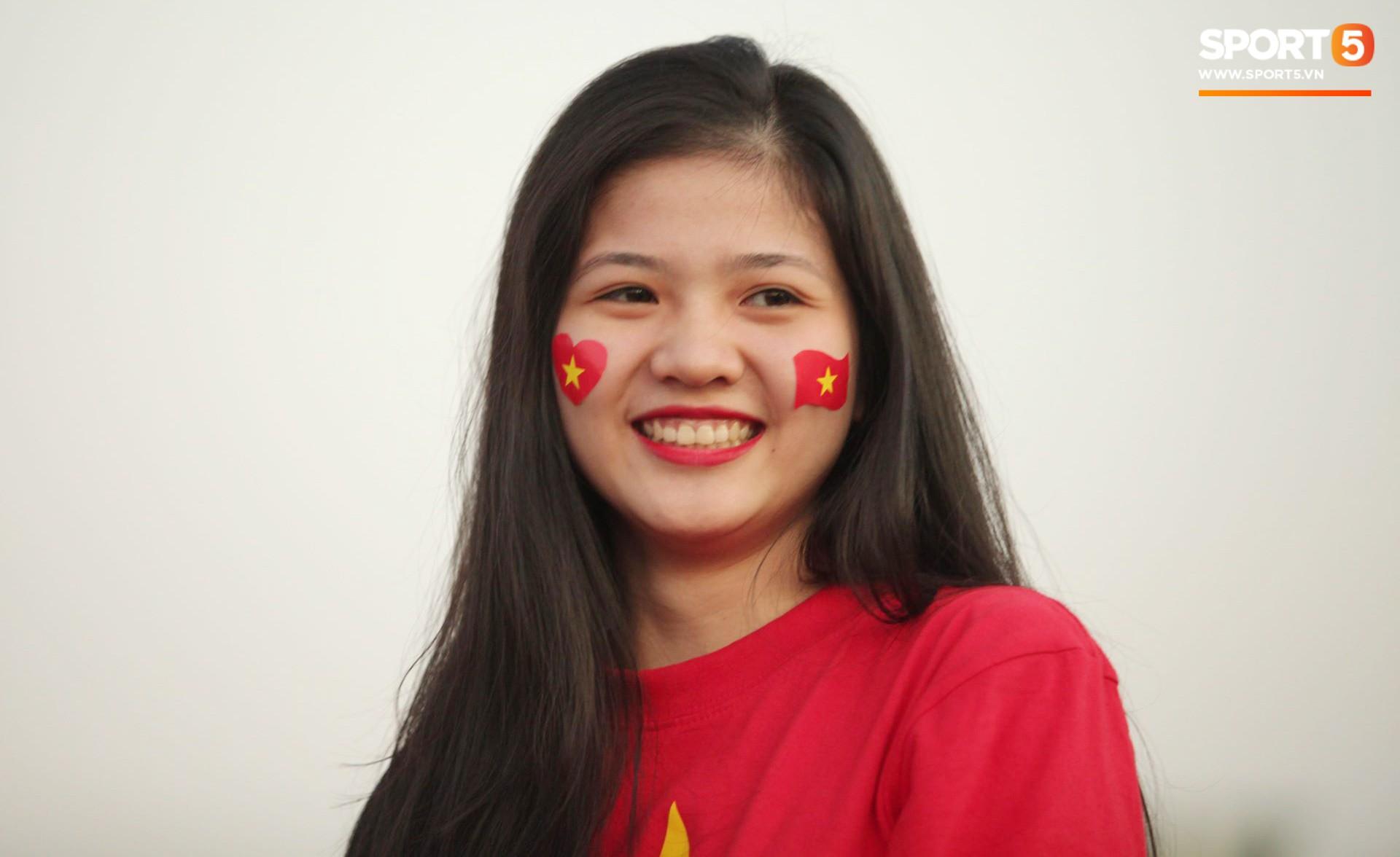 Cổ động viên Sài Gòn tiếp lửa cho đội tuyển Việt Nam lúc nửa đêm-12