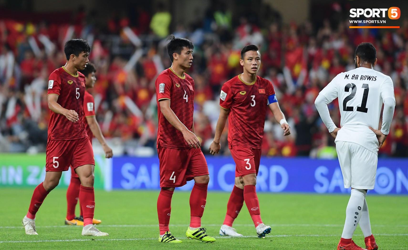 Quang Hải ăn mừng cực nhiệt khi tái hiện siêu phẩm cầu vồng tại Asian Cup 2019-9