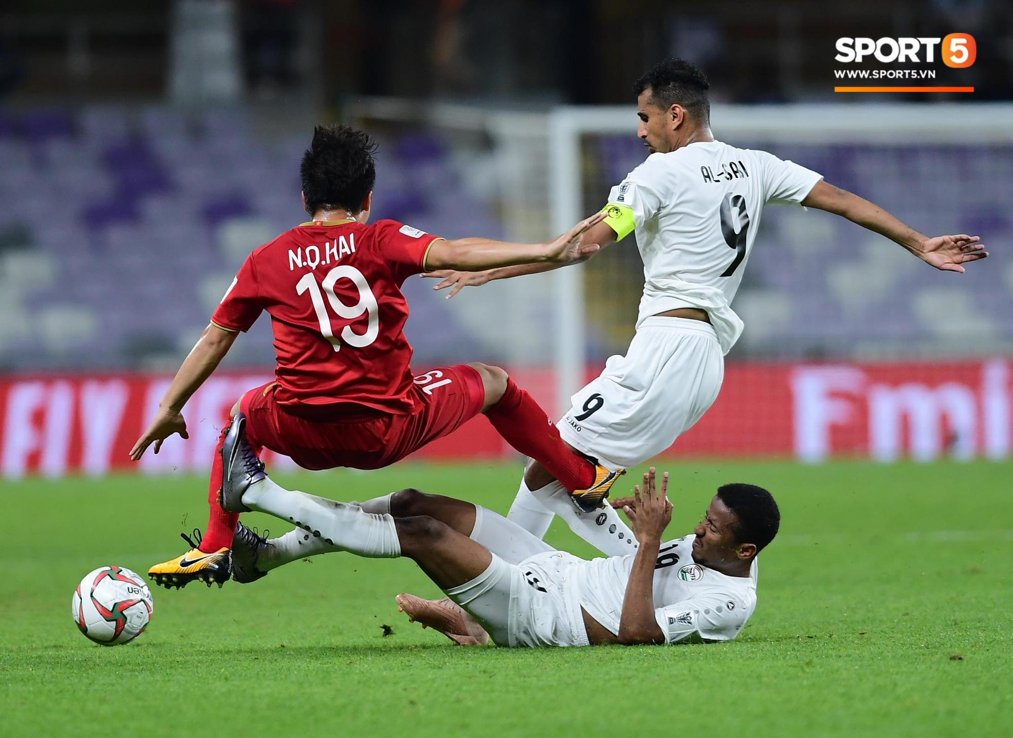 Quang Hải ăn mừng cực nhiệt khi tái hiện siêu phẩm cầu vồng tại Asian Cup 2019-6