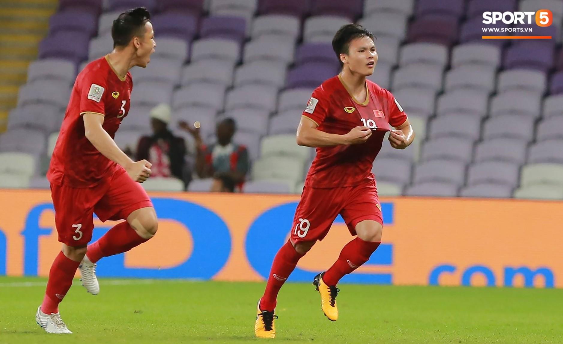 Quang Hải ăn mừng cực nhiệt khi tái hiện siêu phẩm cầu vồng tại Asian Cup 2019-3