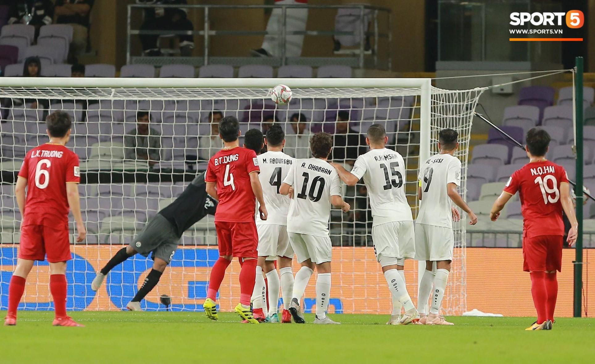 Quang Hải ăn mừng cực nhiệt khi tái hiện siêu phẩm cầu vồng tại Asian Cup 2019-2