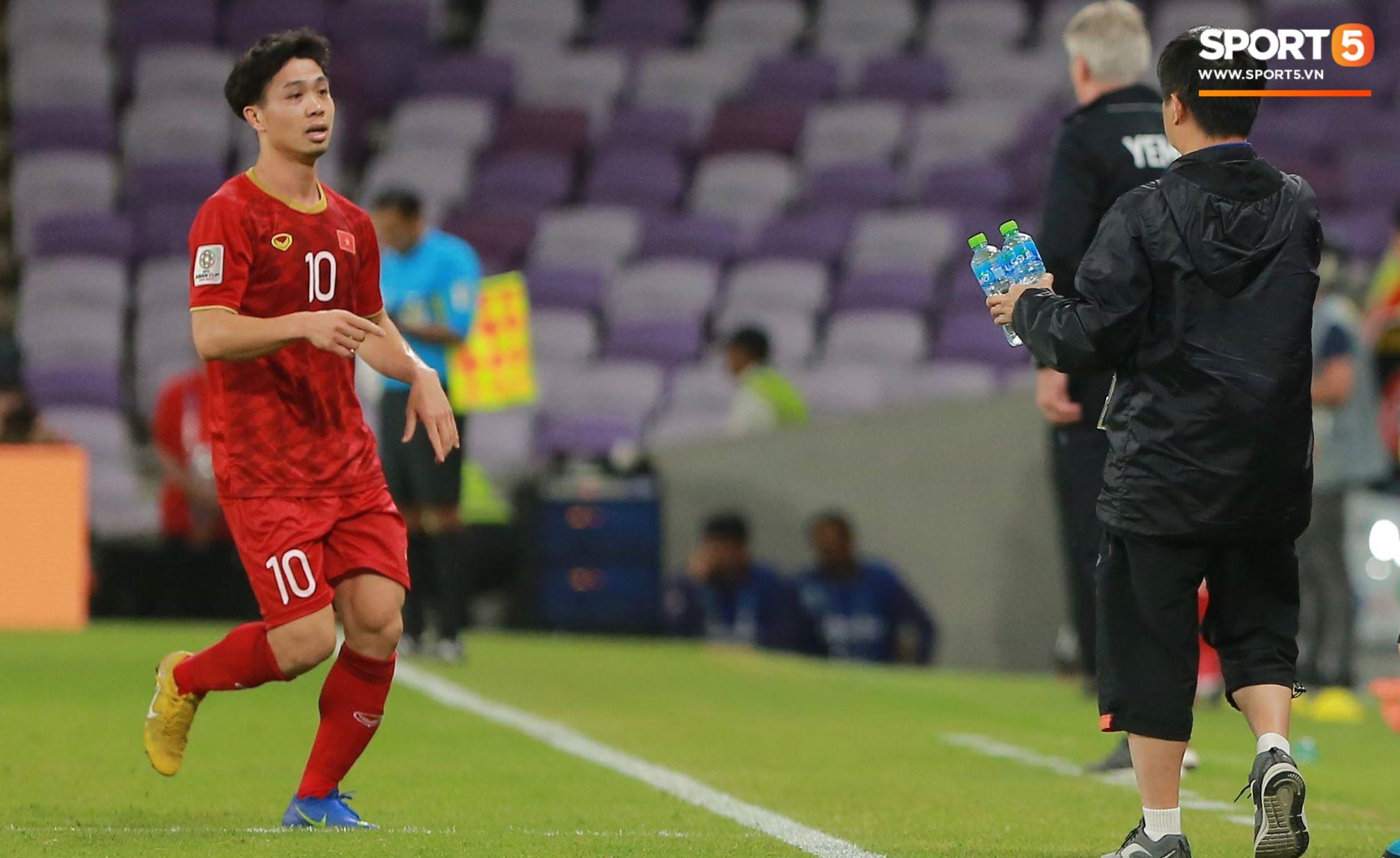Công Phượng thay giày đổi vận giữa trận đấu Việt Nam và Yemen-2