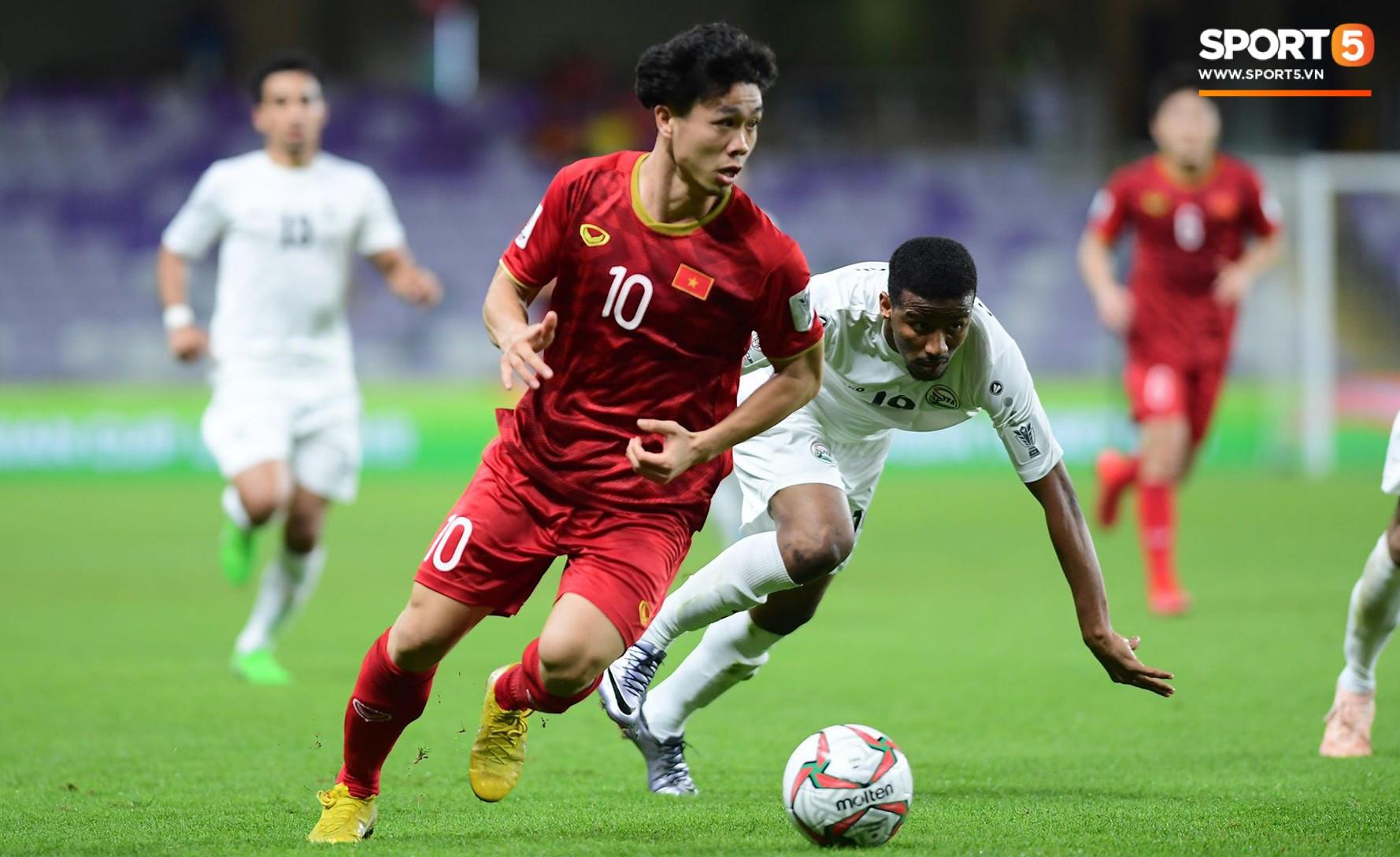 Công Phượng thay giày đổi vận giữa trận đấu Việt Nam và Yemen-7