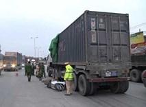 Đôi nam nữ chết dưới gầm container: Hình ảnh từ camera hành trình