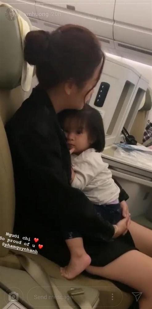 Văn Mai Hương ghi hình cảnh Phạm Quỳnh Anh mệt mỏi vẫn ôm chặt con gái chạy show diễn-2