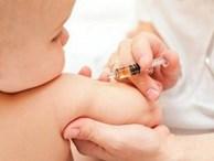 Sau tiêm vắc xin ComBe Five: Trẻ càng khỏe mạnh, bụ bẫm càng gặp phản ứng mạnh