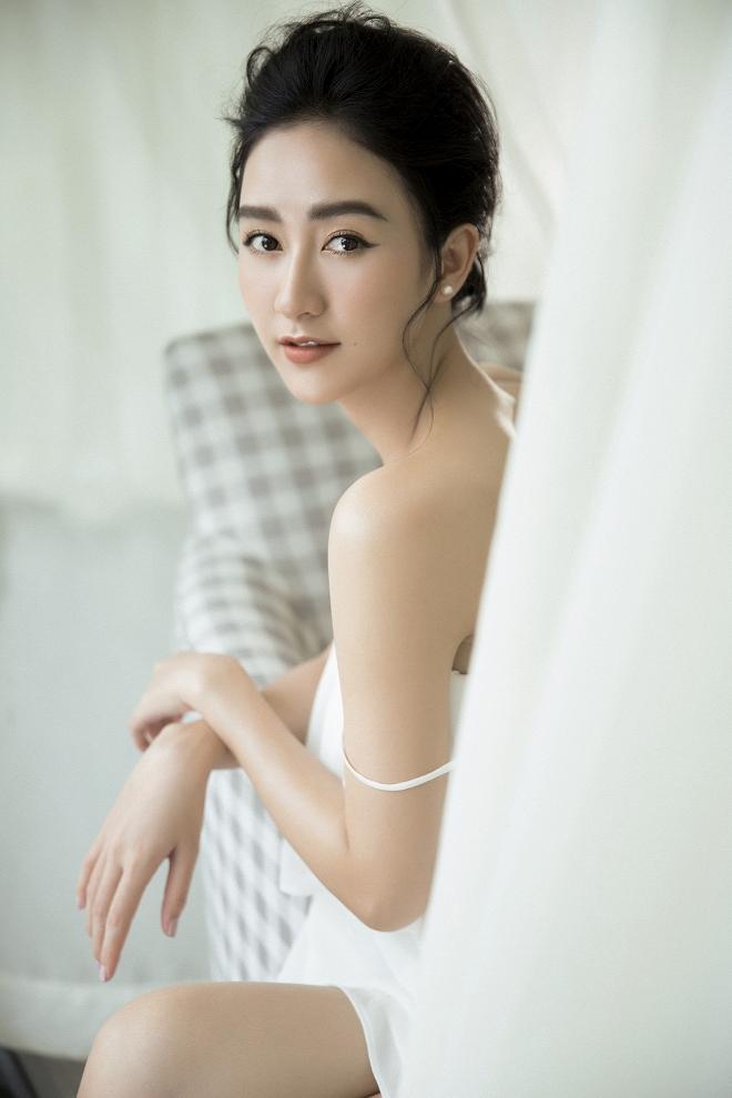 Ngắm vẻ đẹp tinh khôi, nữ tính của Hà Thu trước thềm năm mới Kỷ Hợi-10