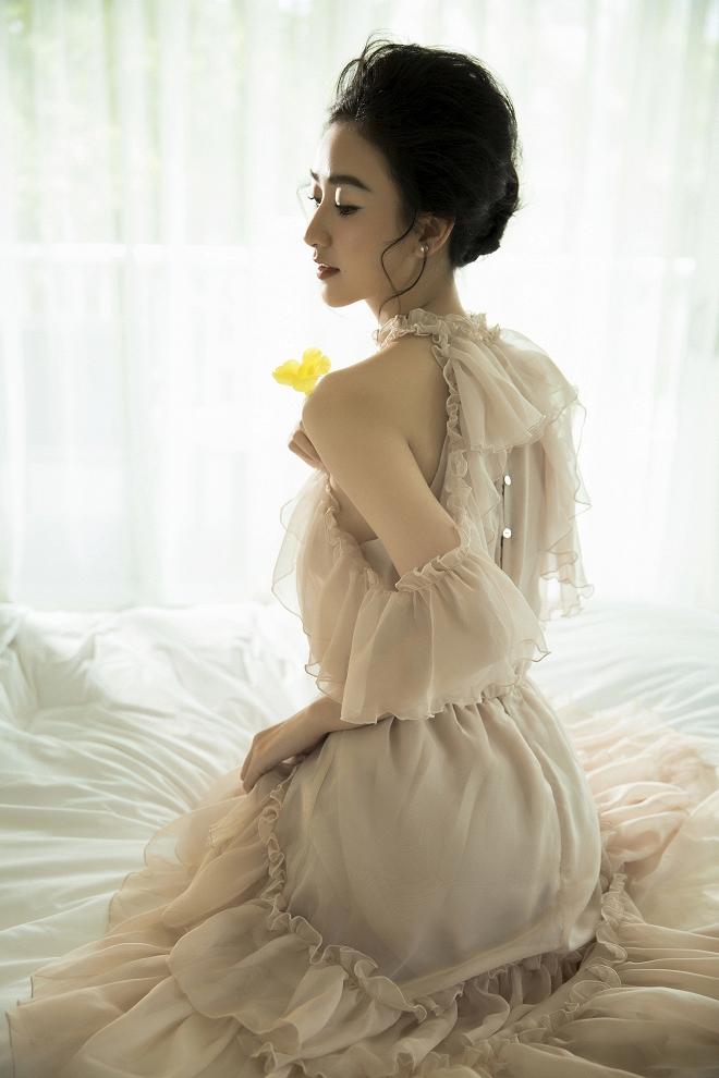 Ngắm vẻ đẹp tinh khôi, nữ tính của Hà Thu trước thềm năm mới Kỷ Hợi-3