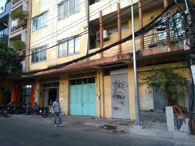 Người phụ nữ đập phá Mercedes gần 2 tỷ trên phố Sài Gòn có tiền sử tâm thần-2