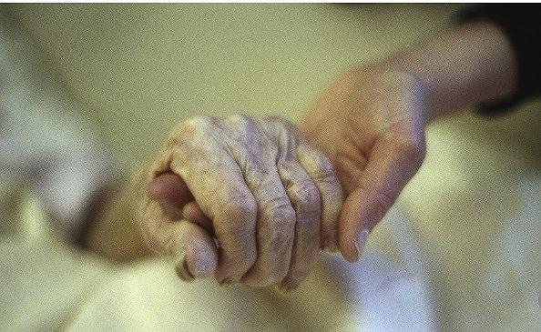 Bệnh nhân xin chết bằng thuốc chuột, ba người thân bị phạt tù-1