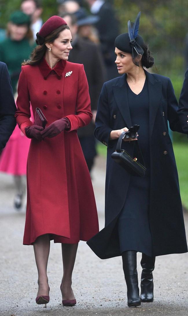 Meghan gây sốc với phát ngôn động chạm đến chị dâu Kate và bị các nhân viên của hoàng gia kì thị-2
