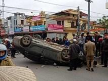 'Xế hộp' Camry bất ngờ gặp tai nạn tại đường giao cắt vào bệnh viện, lật ngửa