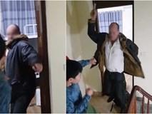 Xôn xao clip thầy giáo ngoại quốc cầm mũ bảo hiểm đánh tới tấp vào đầu chủ homestay ở Hà Nội