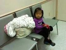 Bé gái 5 tuổi một mình ngồi đợi mẹ đẻ, khi mở lòng bàn tay bé, y tá liền khóc
