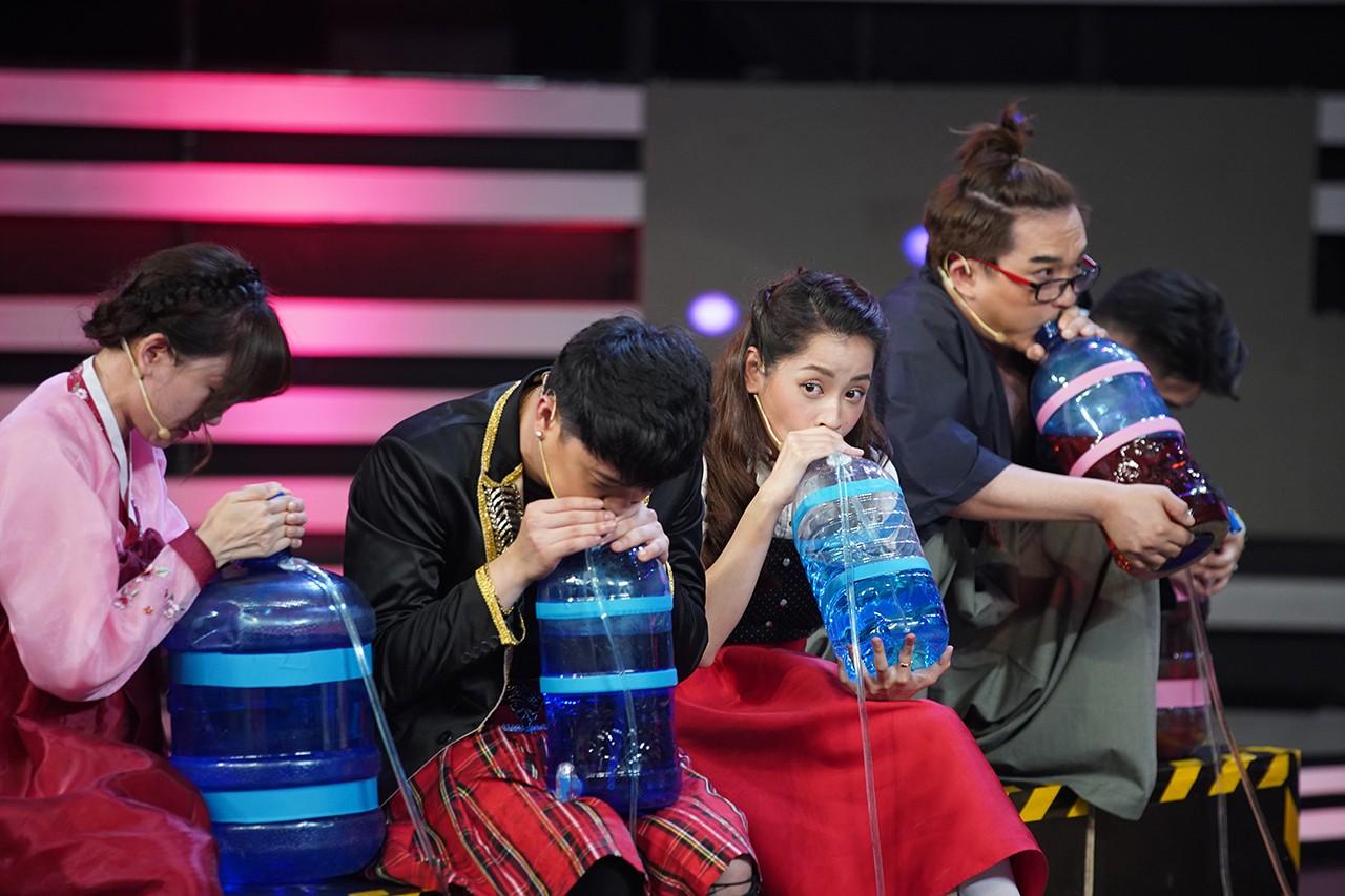 Chi Pu, Hari Won khoe giọng hát live kỳ dị trên sóng truyền hình-4