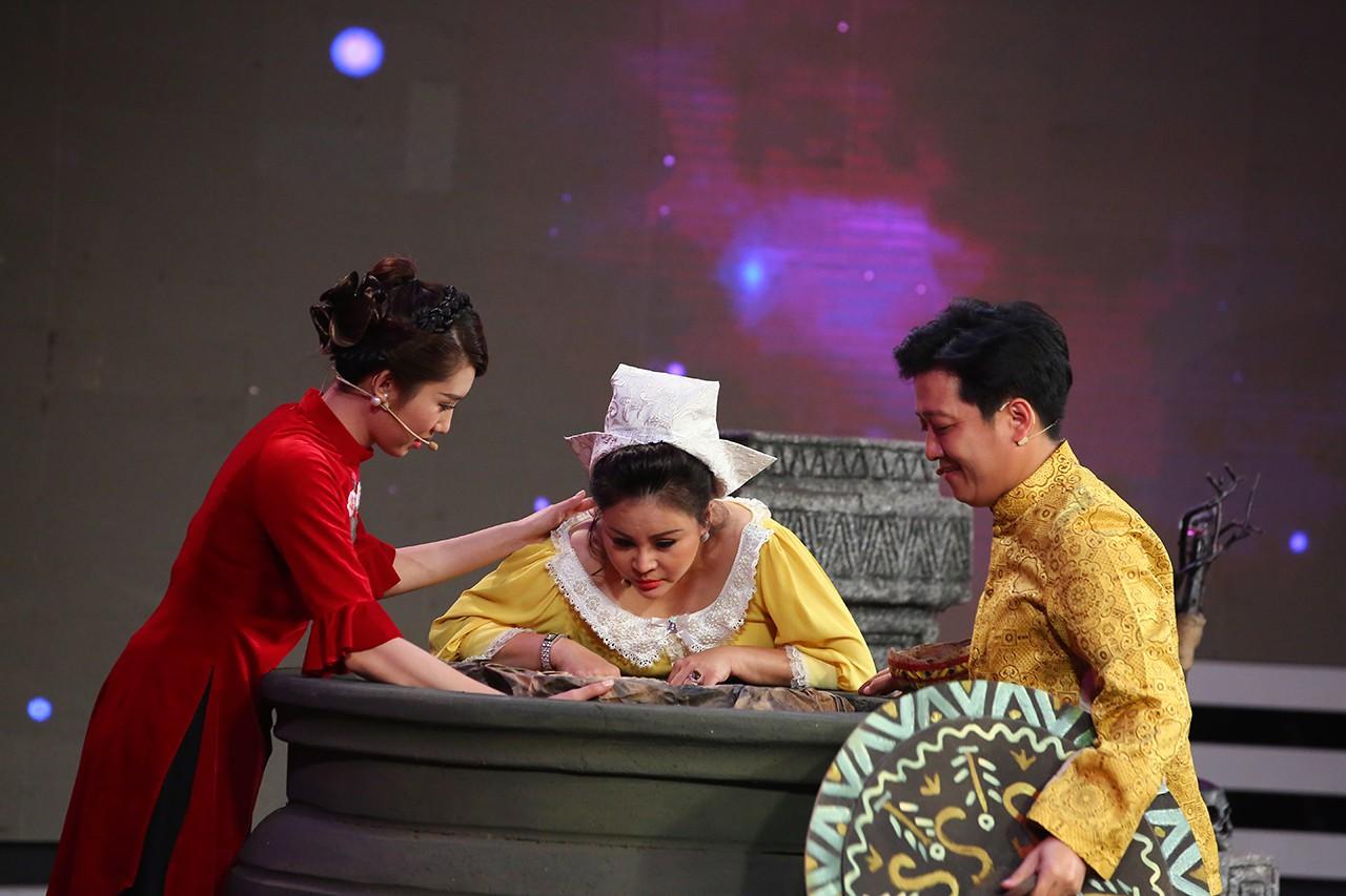 Chi Pu, Hari Won khoe giọng hát live kỳ dị trên sóng truyền hình-5