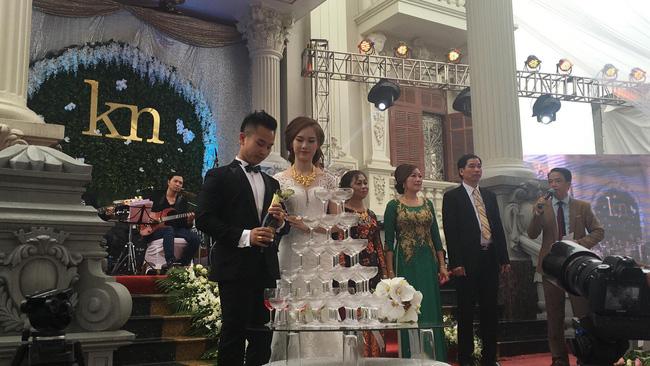 Đám cưới tại lâu đài trăm tỷ, rước dâu bằng Rolls-Royce và máy bay: Nam Định xứng đáng đứng đầu về độ chịu chơi tổ chức đám cưới-9