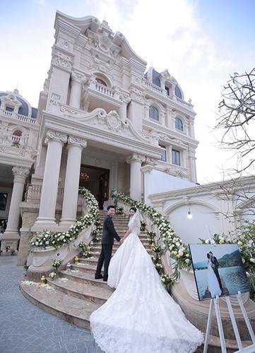 Đám cưới tại lâu đài trăm tỷ, rước dâu bằng Rolls-Royce và máy bay: Nam Định xứng đáng đứng đầu về độ chịu chơi tổ chức đám cưới-22