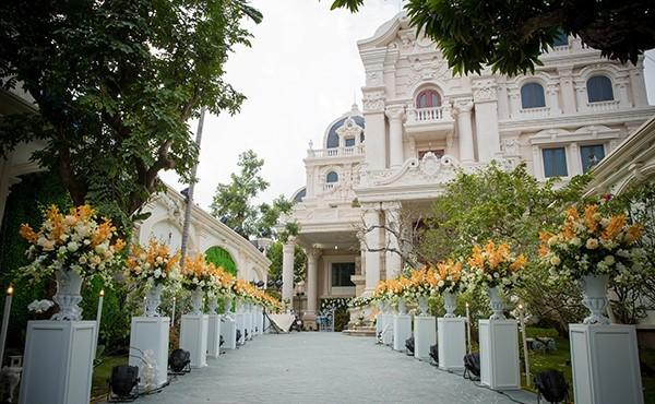 Đám cưới tại lâu đài trăm tỷ, rước dâu bằng Rolls-Royce và máy bay: Nam Định xứng đáng đứng đầu về độ chịu chơi tổ chức đám cưới-23