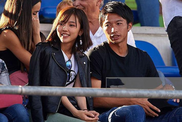 'Lịm tim' trước vẻ đẹp bốc lửa của bà xã tuyển thủ Nhật Bản-1