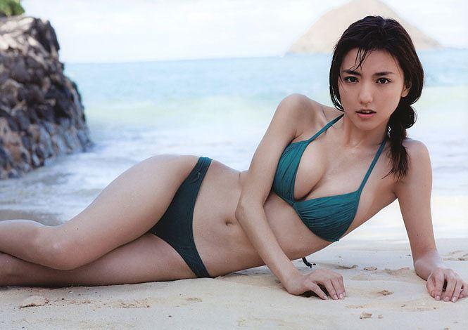 'Lịm tim' trước vẻ đẹp bốc lửa của bà xã tuyển thủ Nhật Bản-2