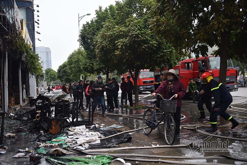 Hà Nội: Lửa thiêu rụi quán cháo ếch, 1 người bị thương-1