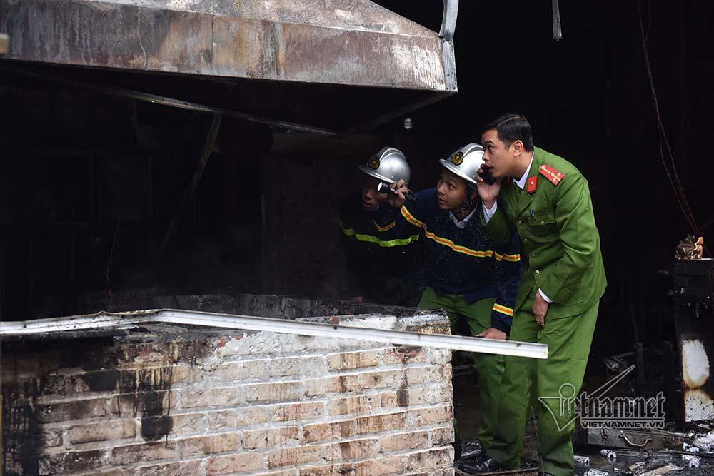 Hà Nội: Lửa thiêu rụi quán cháo ếch, 1 người bị thương-2