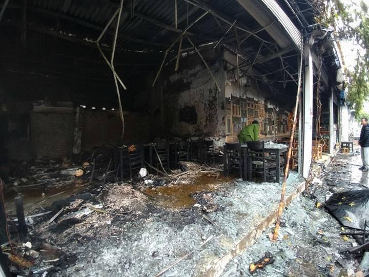 Hà Nội: Lửa thiêu rụi quán cháo ếch, 1 người bị thương-5