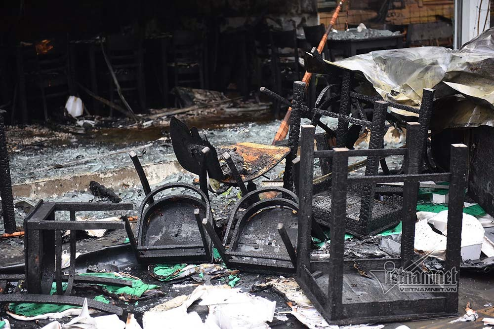 Hà Nội: Lửa thiêu rụi quán cháo ếch, 1 người bị thương-7