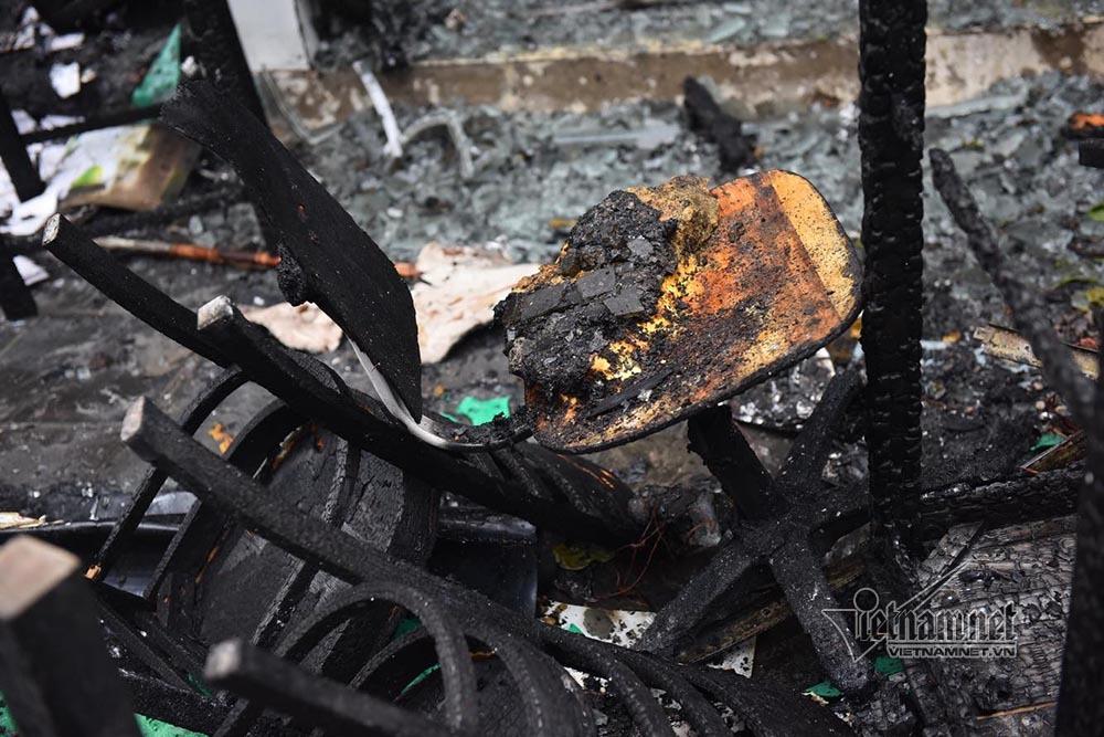 Hà Nội: Lửa thiêu rụi quán cháo ếch, 1 người bị thương-8