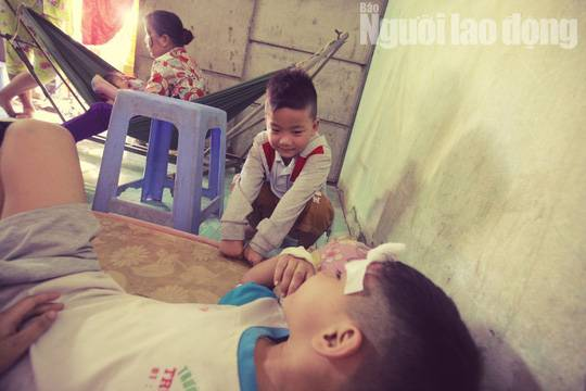 Cha mẹ chết dưới bánh xe container, con cái ra rừng, ra rẫy ngủ-2