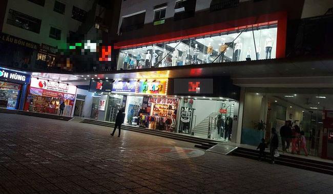 Nhân chứng kể lại vụ cô gái bị nhóm thanh niên say rượu đánh dã man trước cửa hàng ở Linh Đàm, Hà Nội-2