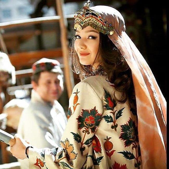 Tộc người nhiều gái đẹp nhất, sản sinh toàn quốc sắc thiên hương ở Trung Quốc-9