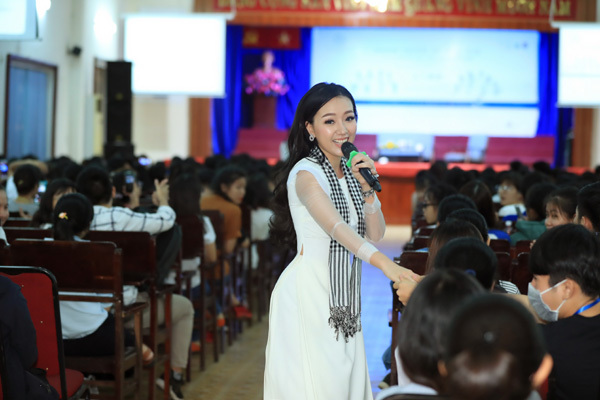 Hoa hậu Ngọc Diễm: Bí quyết thành công là ham đọc sách-4