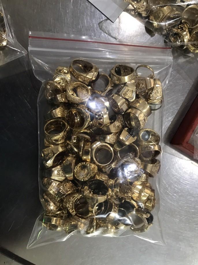 Bất ngờ vụ bán 230 lượng vàng: Lấy trộm của chủ trong 6 năm liền-3