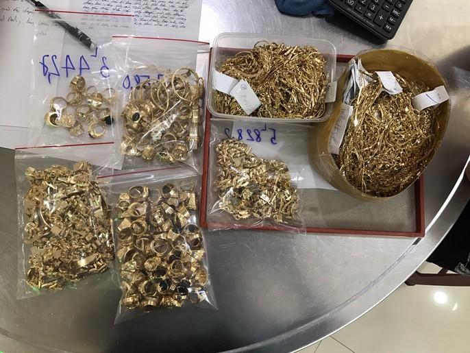 Bất ngờ vụ bán 230 lượng vàng: Lấy trộm của chủ trong 6 năm liền-4