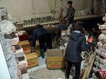 """""""Mục kích"""" cơ sở sản xuất bánh kẹo bẩn ở Hà Nội ngày cận Tết"""