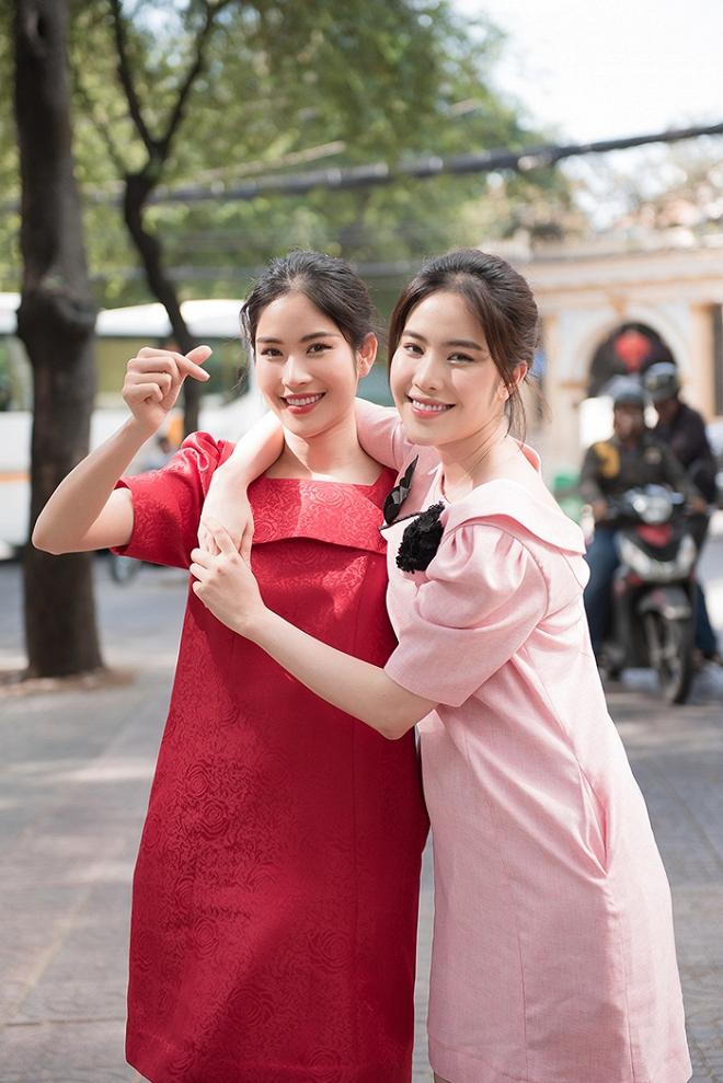 Chị em Nam Anh - Nam Em nắm chặt tay tung tăng xuống phố-5