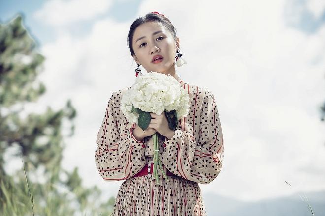 Văn Mai Hương hóa cô dâu gợi cảm khi chủ động cầu hôn bạn trai-5